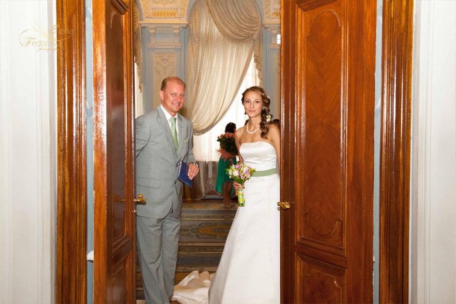 свадебный момент в загсе