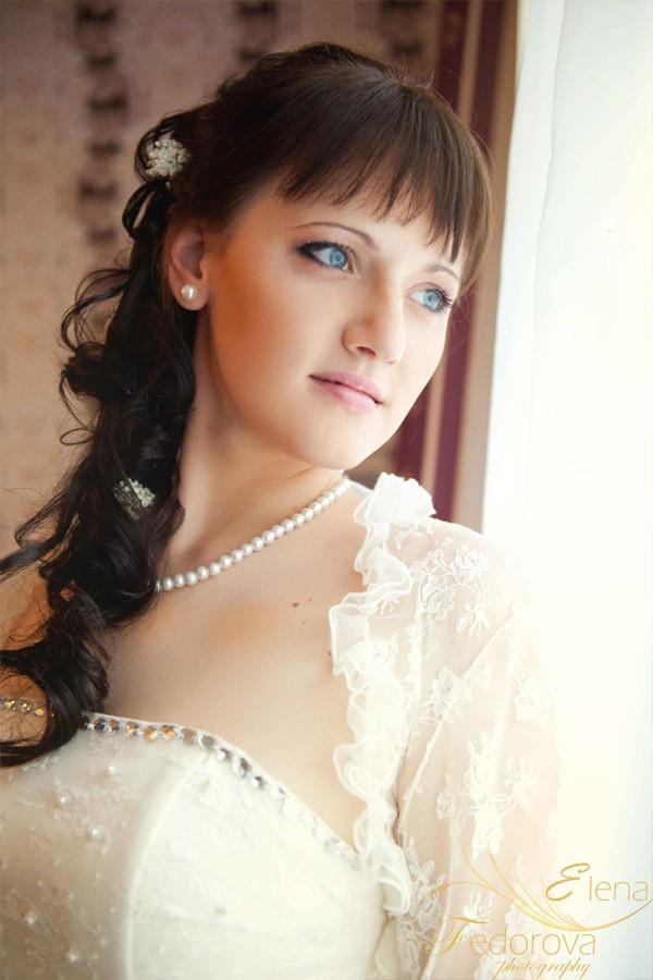 фотография невесты окно