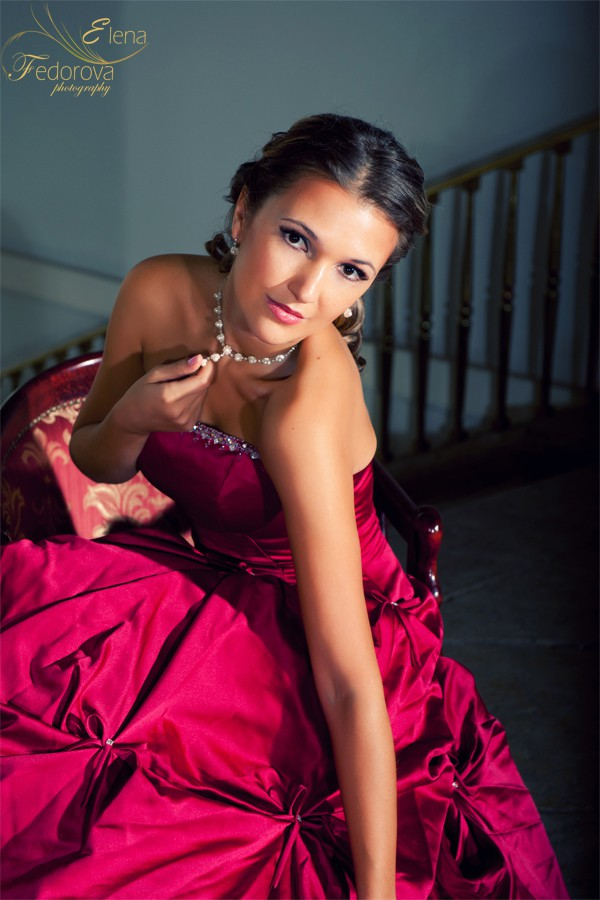 фото невесты в красном платье