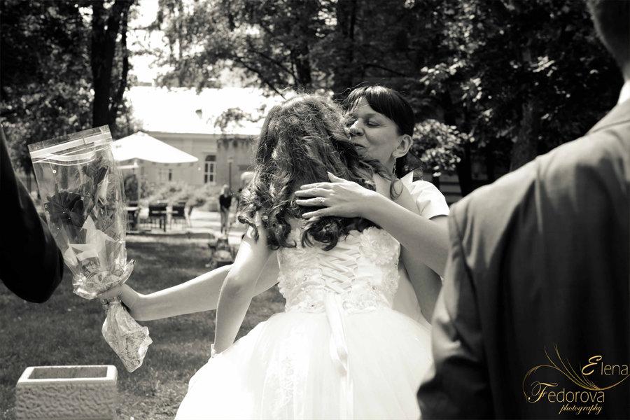мать невесты на свадьбе