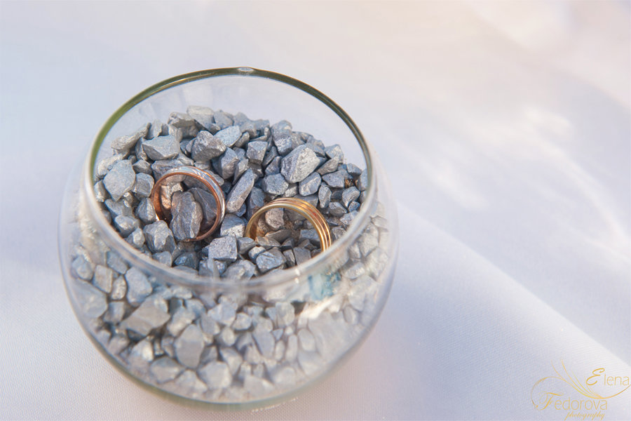 свадебные кольца с камнями