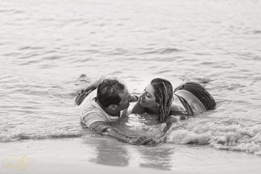 идея для фотосессии на пляже пара