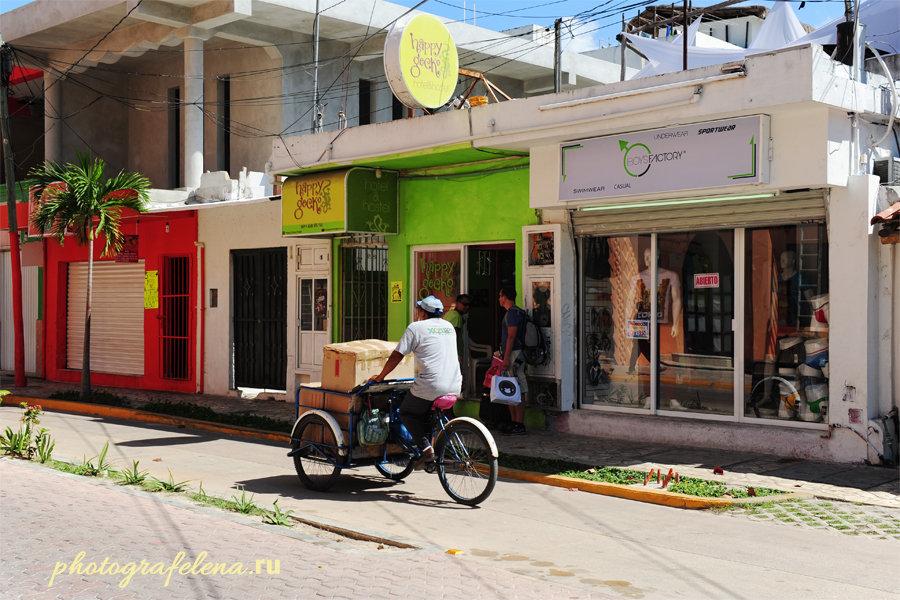 велосипедист в плае на улице