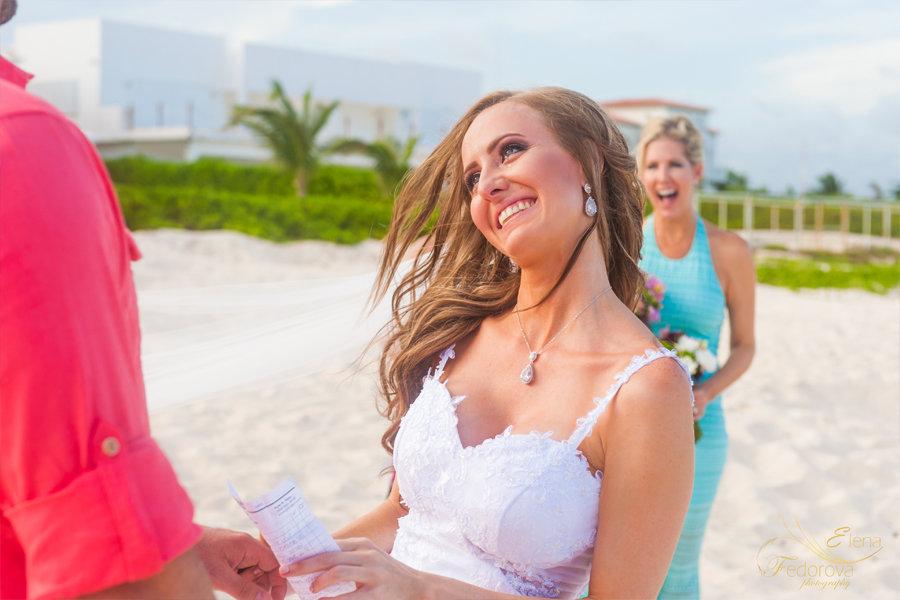 невеста во время свадебной церемонии
