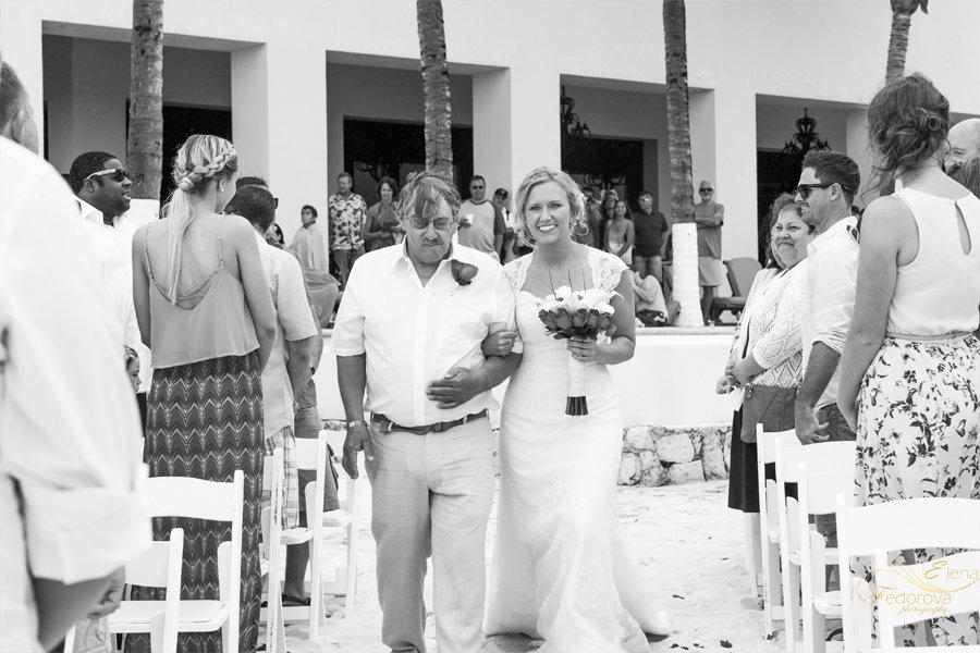 невеста идет к алтарю фото