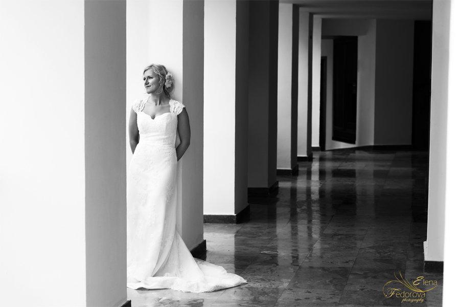 невеста перед церемонией черное белое фото