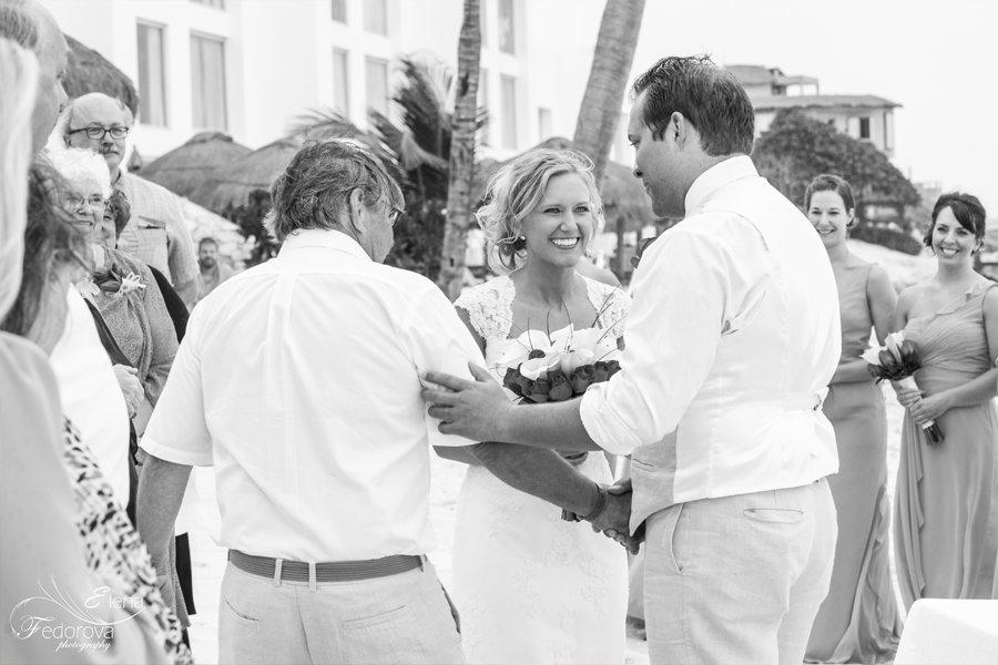 свадебный момент церемонии