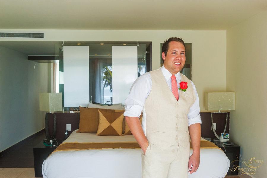 фото портрет жениха в отеле