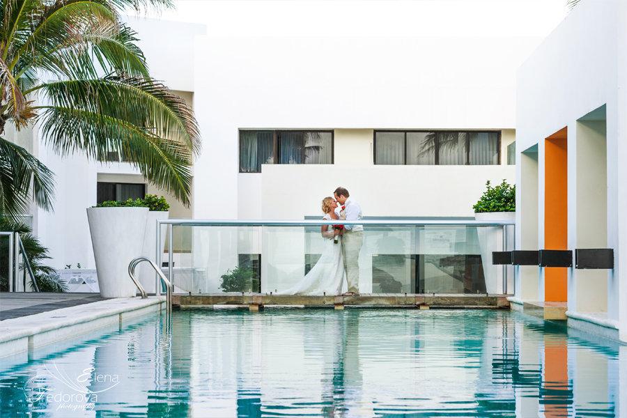 свадебное фото у бассейна