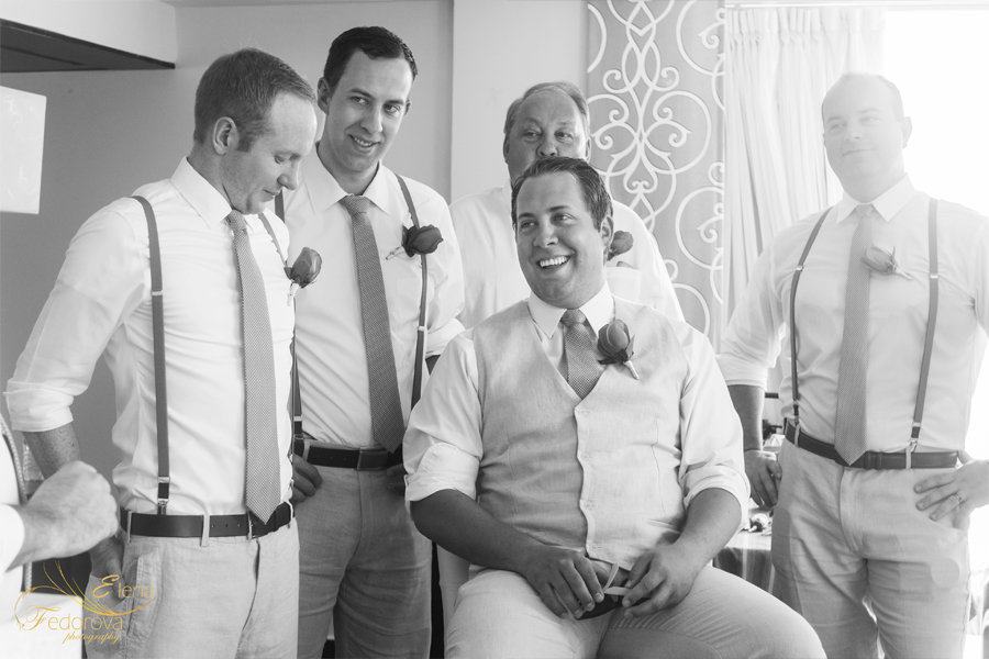 жених на свадебном фото