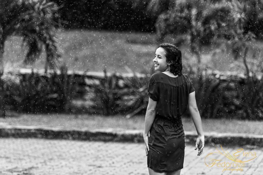 черно белое фото под дождем