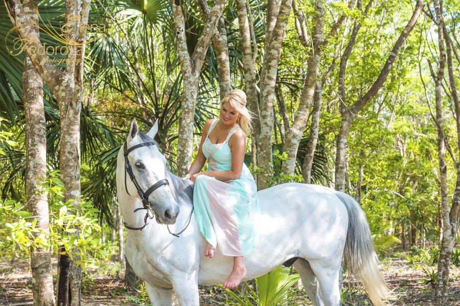 фото модель и лошадь