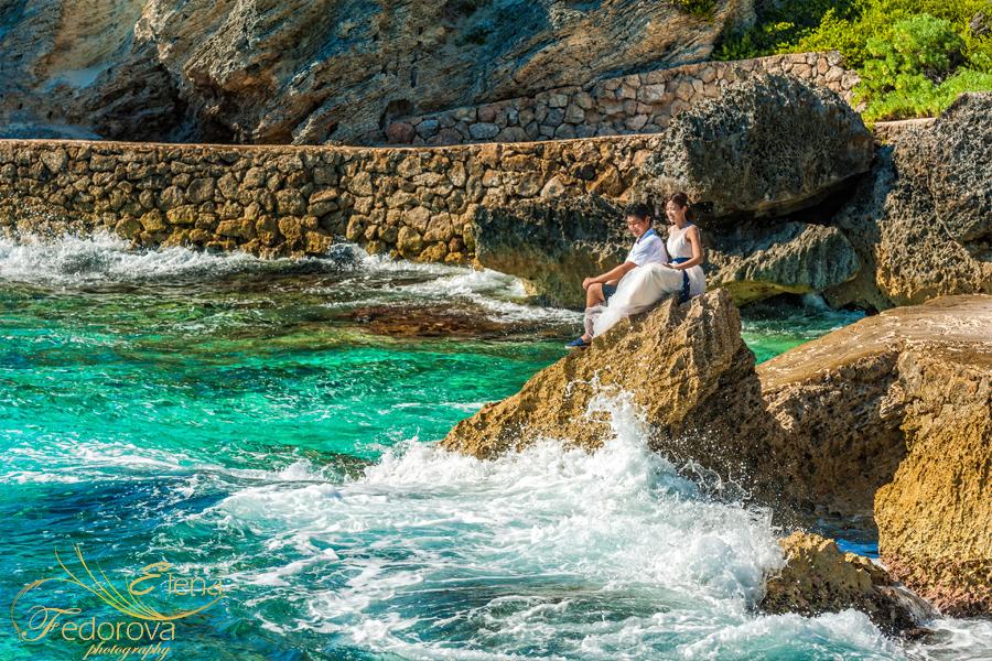 фото на камне в море