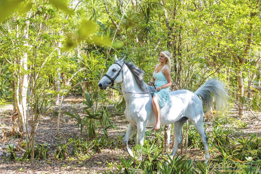 фотосессия модель на лошади