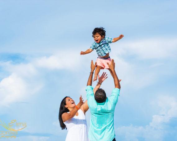 Семейная фотосъемка на пляже в Канкуне
