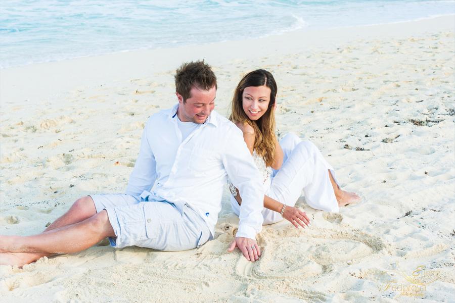 пара на пляже канкун
