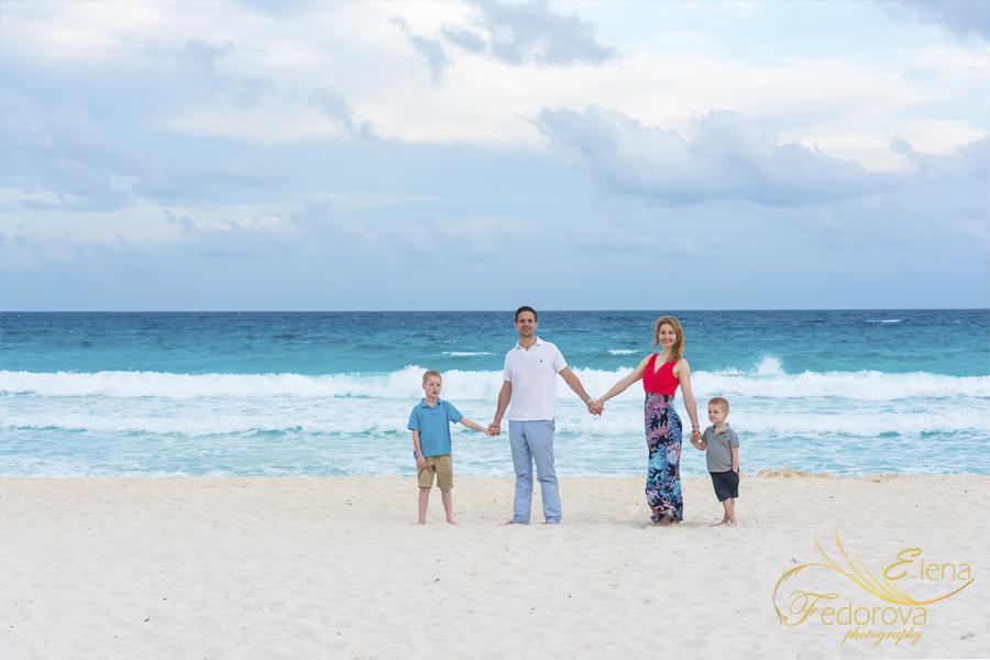 пляжная семейная фотография канкун