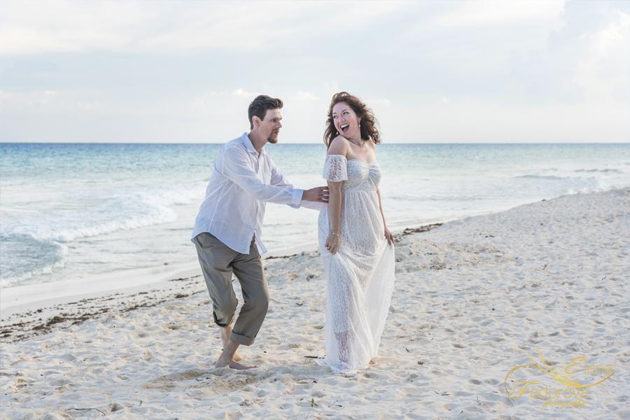 веселая фотосессия на мексиканском пляже
