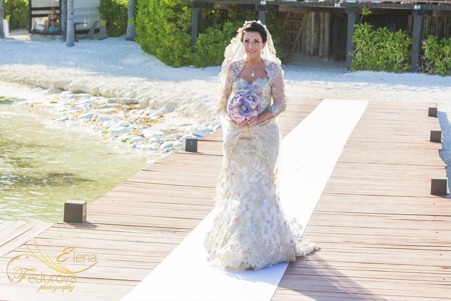 невеста иедт к алтарю фото