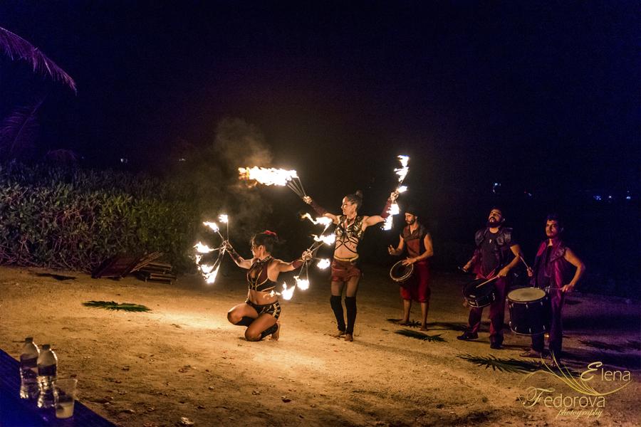 празднование свадьбы в мексике шоу с огнем