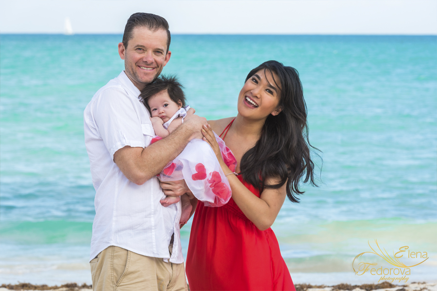 семейная фотосъемка с маленьким ребенком