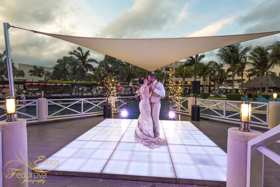 свадьба в мексик на курорте танец