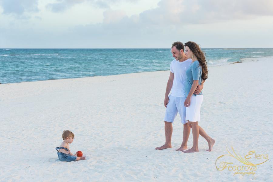 фотосьемка семейная родители и ребенок