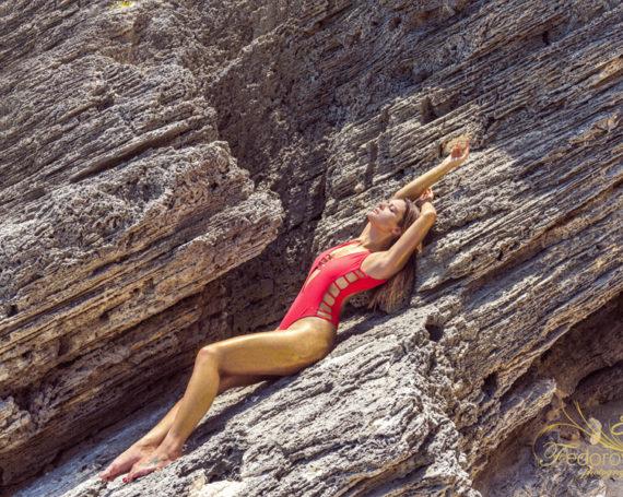 Креативная фотосессия на скалах и пляже
